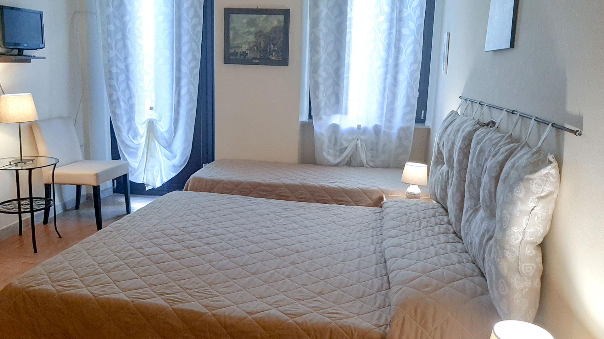 Le camere (stanza matrimoniale con balcone)